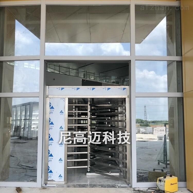 湛江西站出口单向转闸门,全高梳状单向门