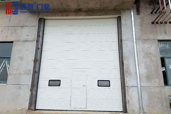 南通带小门的工业厂房提升门
